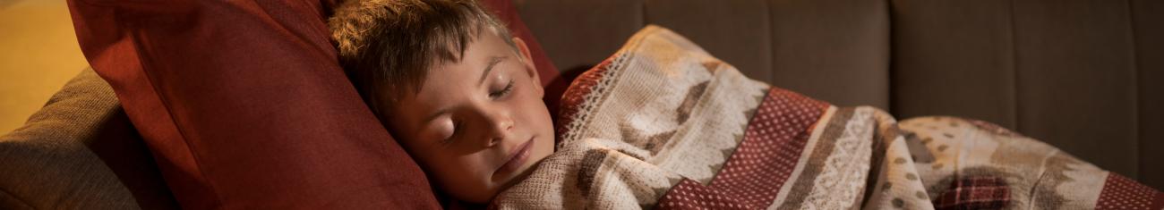 Seu filho acorda no meio da madrugada e não volta a dormir? Entenda por que isso pode acontecer!